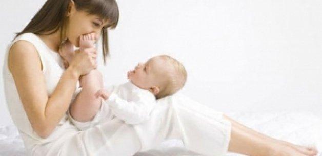 Bebekleri ayaklarından öpmeyin!