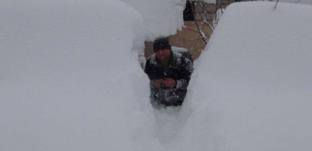 Bitlis'te yoğun kar yüzünden okullar tatil edildi