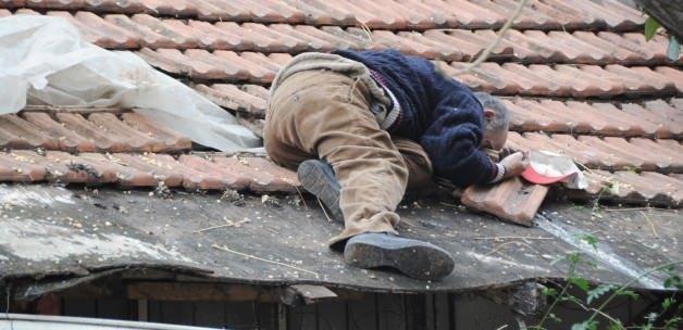 Çatıda bu halde bulundu!