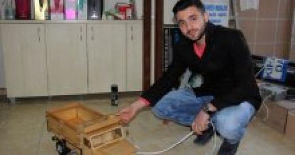 Çin mallarına inat ahşaptan oyuncak kamyonet yaptı