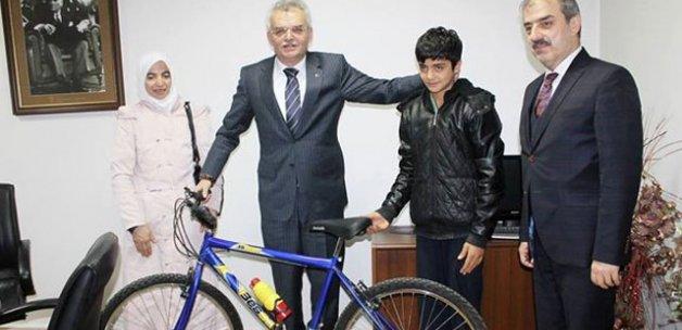 Erdoğan'ın yolunu kesip bisiklet isteyen Arif, bisikletine kavuştu