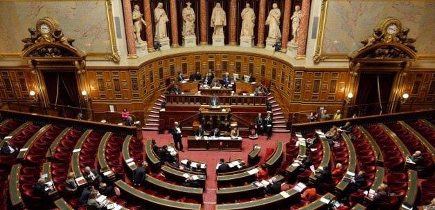Fransa Meclisi'nde Sultanahmet için saygı duruşu