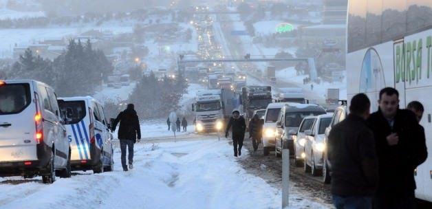 İstanbul'da kar kalınlığı 50 cm'ye ulaştı!