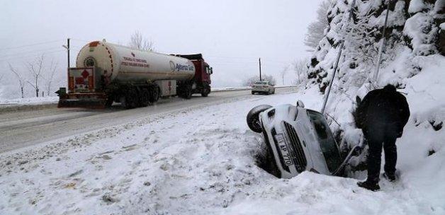 Kar yağışı ve buzlanma kazaları beraberinde getirdi
