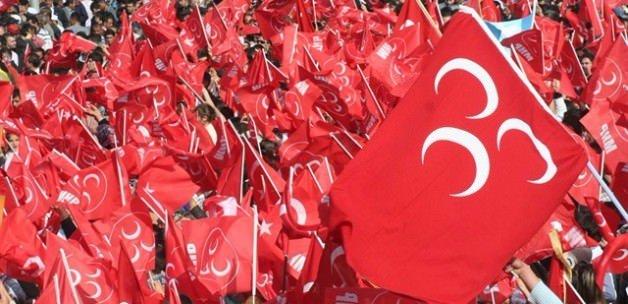 MHP'de deprem: 17 kişi istifa etti
