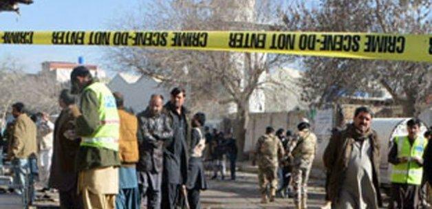 Pakistan'da canlı bomba saldırısı, 12'si polis 15 kişi öldü