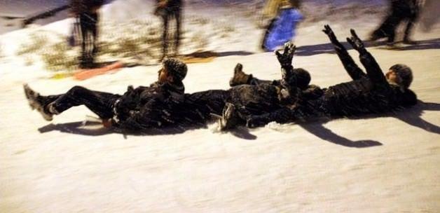 Polis aracı karda kayanlara çarptı: 8 yaralı