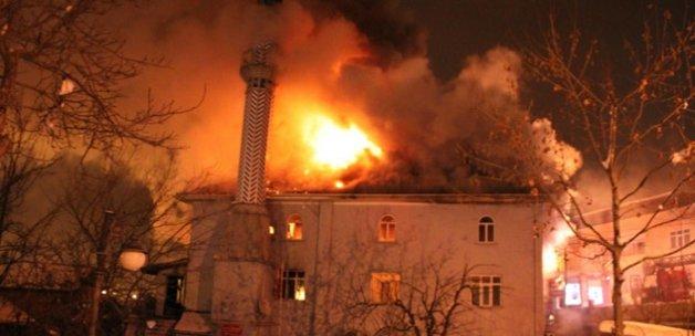 Sakarya'da cami yanarak kullanılamaz hale geldi