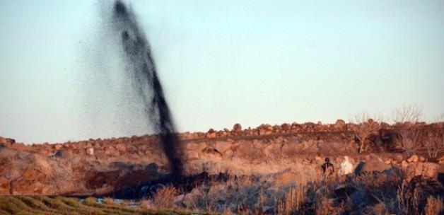 Şanlıurfa'da tarladan petrol fışkırdı