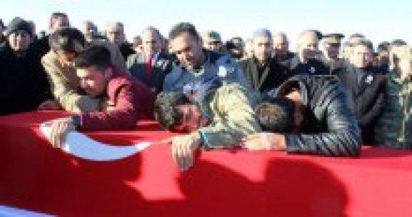 Şehit Kürtçe ve Türkçe ağıtlarla uğurlandı