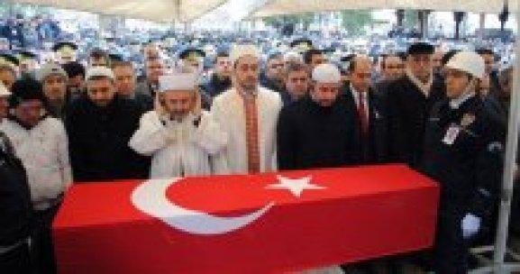 Şehit polisi 10 bin kişi uğurladı