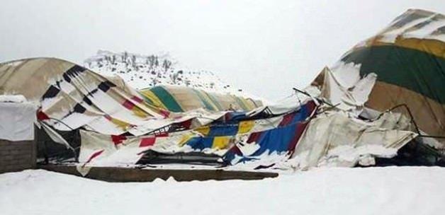 Şemdinli'de halı saha çöktü