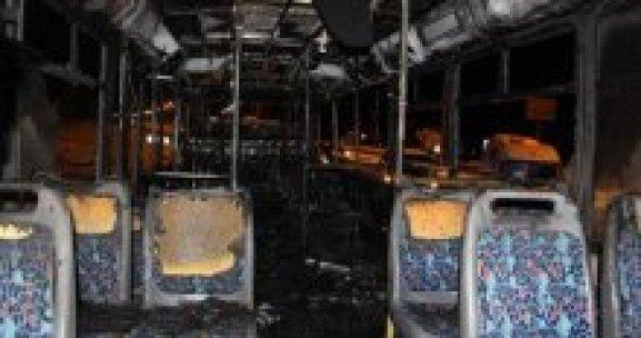 Teröristler belediye otobüsünü yaktı