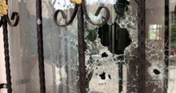Van'da ilköğretim okuluna bombalı saldırı