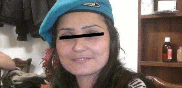 3 günlük bebeğini bıçaklayıp öldürdü