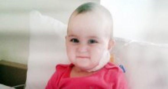 Azra bebek lösemiyle, ailesi parasızlıkla mücadele ediyor