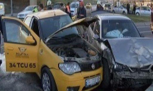Bakırköy'de trafik kazası: 1 ölü, 2 yaralı