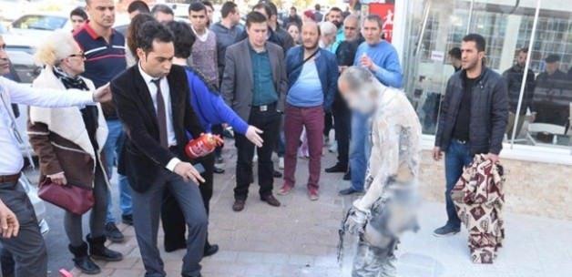 CHP'li belediye önünde kendini ateşe verdi