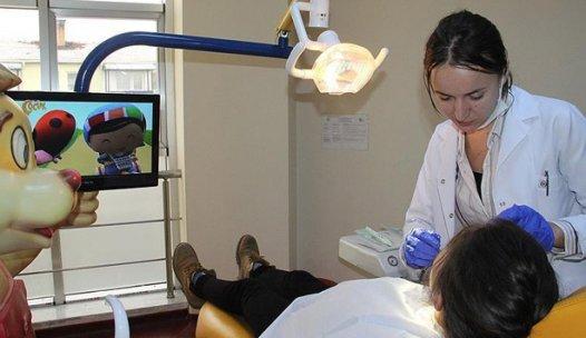 Çocuklar dişçi korkusunu çizgi filmle aşıyor
