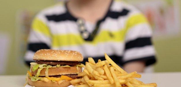 Çocukların gelişimini olumsuz etkileyen besinler