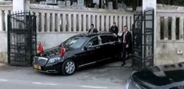 Erdoğan, anne ve babasının kabrini ziyaret etti