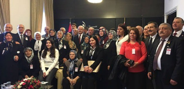 Kılıçdaroğlu şehit ailelerini makamında kabul etti