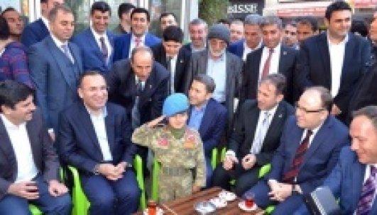 Küçük Hamza'dan Bakan Bozdağ'a asker selamı