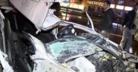 Küçükçekmece'de feci kaza, 3 yaralı