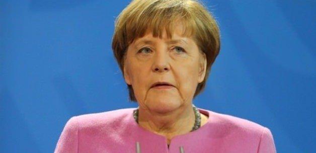 Merkel'den Türkiye'ye destek mesajı