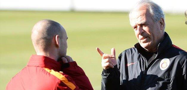 Mustafa Denizli açıkladı! Sneijder neden yok?