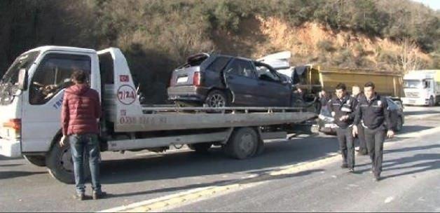Otomobil ile kamyon çarpıştı: 2 ölü, 5 yaralı