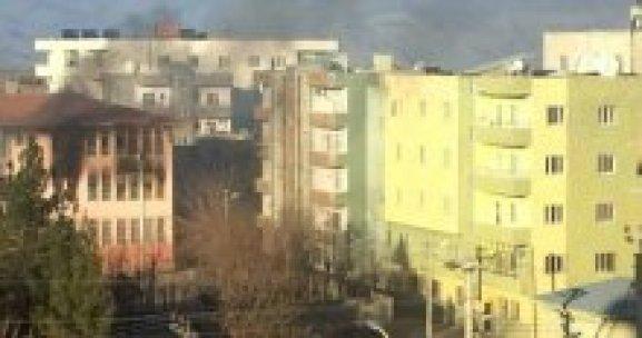 PKK'lılar, İdil'de okulu ateşe verdi