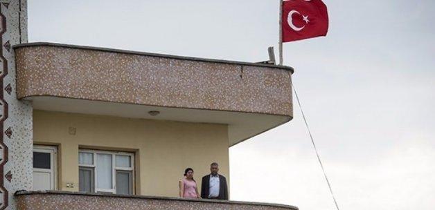 Türk bayrağıyla destek verdiler!