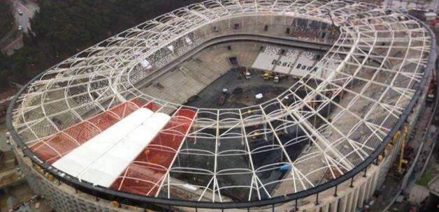 Vodafone Arena'da çatı skandalı! Taraftar şokta