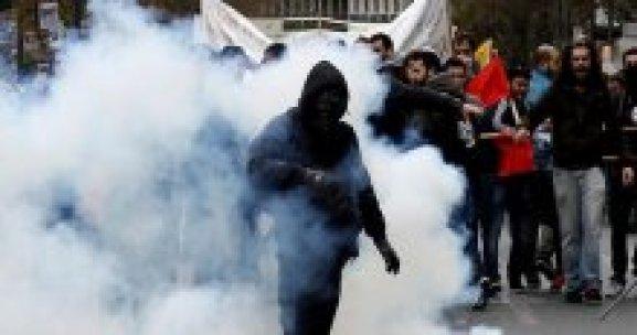 Yunanistan'da sokaklar karıştı