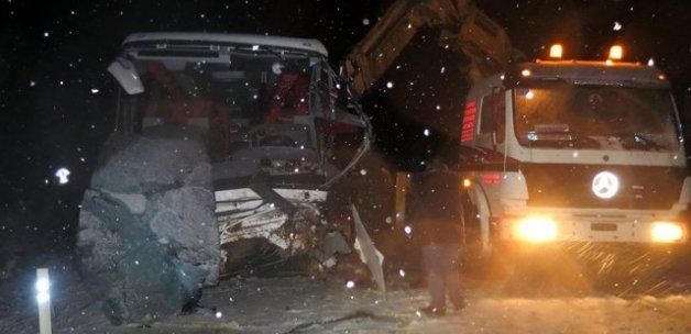 Antalya'da yolcu otobüsü devrildi, 17 yaralı
