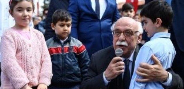 Avcı'dan mikrofonu alıp İstiklal Marşı'nı okudu