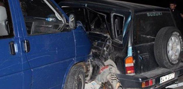 İki araç hurdaya döndü, 4 yaralı