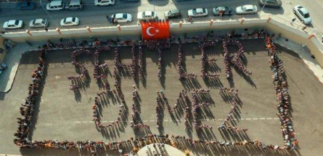 Nevşehir Lisesi'nde 'Şehitler Ölmez' koreografisi
