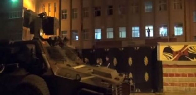Okula el yapımı bombayla saldırı