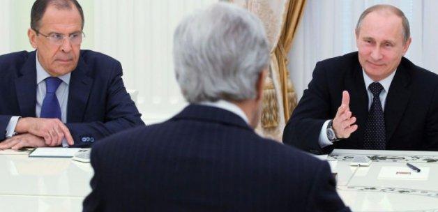 Putin'den Kerry'i şaşkına çeviren espri