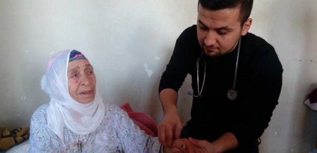 Sağlık çalışanlarından yaşlılara ziyaret