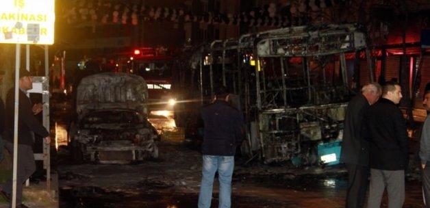 Şehir teröristleri halk otobüsünü yaktı