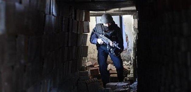 Teröristlerin kilit taşlarından yaptığı tünel bulundu