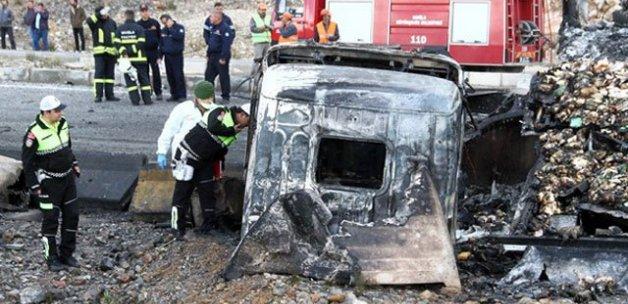 TIR şoförü yanarak can verdi