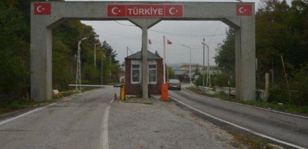 Traktörle sınırı geçti, gözaltına alındı