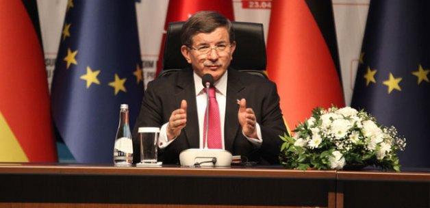 Ahmet Davutoğlu:Türkiye mülteciler konusunda sınanacak bir ülke değildir