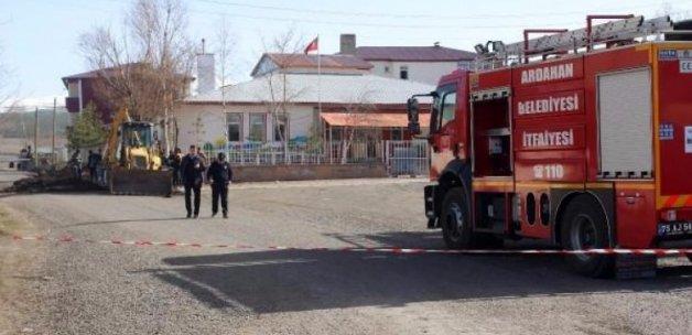 Ardahan'da kepçe doğalgaz borusunu patlattı