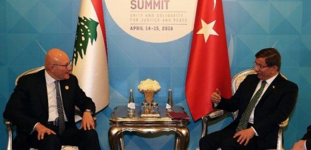 Başbakan Davutoğlu'ndan ikili görüşmeler