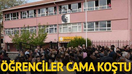 Halk oyunlarını eleştiren müdür yardımcısı okul önünde protesto edildi